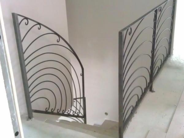 Descente d 39 escalier en fer forg mod le domont for Descente d escalier interieur